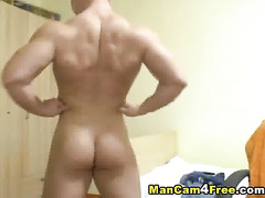 Sexy assed twink undressed and poses to the webcam