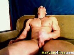 Strong gay fucker turns on gay porn and masturbates